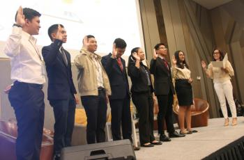 PES Secretary, Dr. Justine Diokno-Sicat, leads the induction of Batch 2019 of the Young Economists Honor Society during the 57th PES Annual Meeting and Conference on 07 November 2019 at the Novotel Manila, Quezon City.