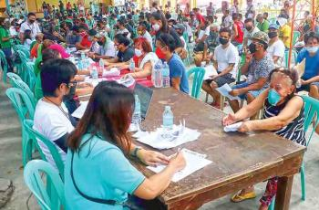Claimants of the government's Social Amelioration Program line up for hours to sign forms at the Diosdado P. Macapagal Elementary School in Barangay Tayuman, Quezon City, to avail themselves of emergency cash subsidy as their livelihood has been most affected by the extended lockdowns due to the coronavirus pandemic. (Photo from BusinessMirror)